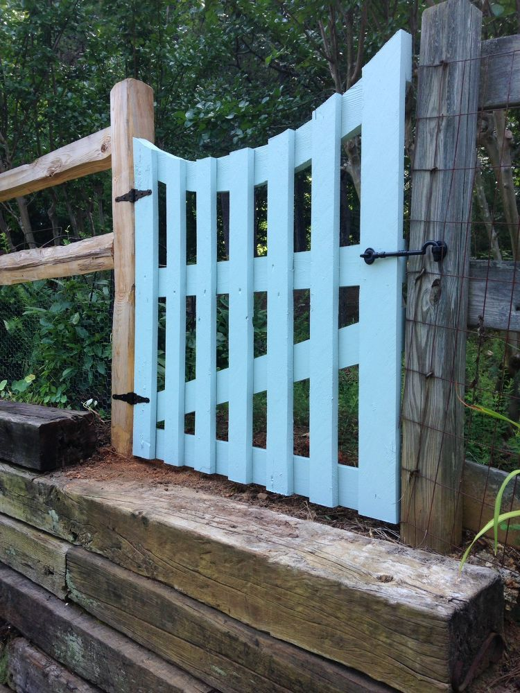 Garden Gate Via Pallet Boards She tore