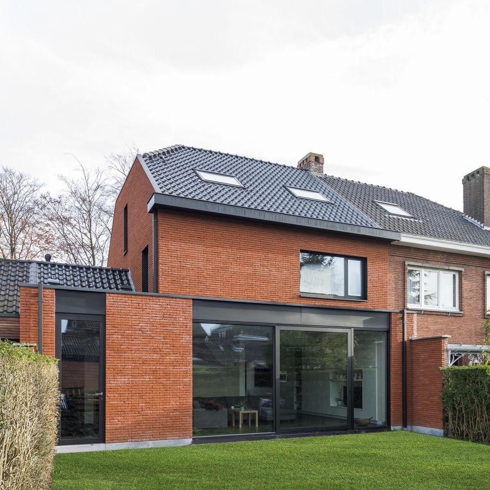 Une maison en briques durables fid le aux ann es cinquante for Extension maison en kit belgique