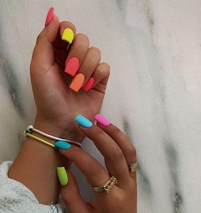 37 stijlvolle en trendy zomerse nail art-ontwerpen die je moet proberen