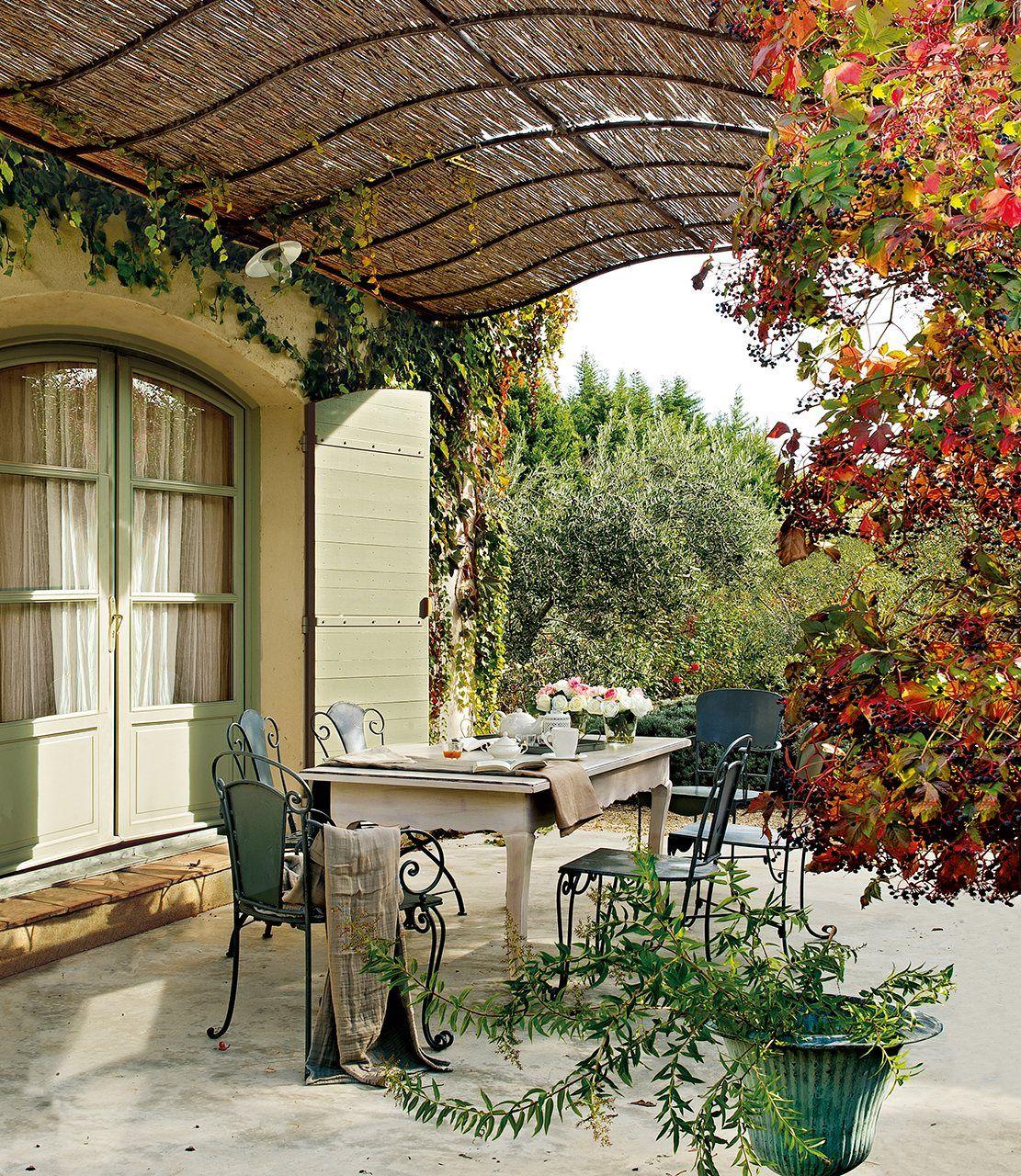 Una Vieja Casa De Huespedes En La Provenza Jardines Jardines Al Aire Libre Sala De Exterior
