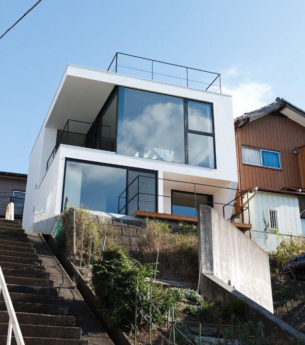 Modern House Regular Square Shape House Facing The Slope