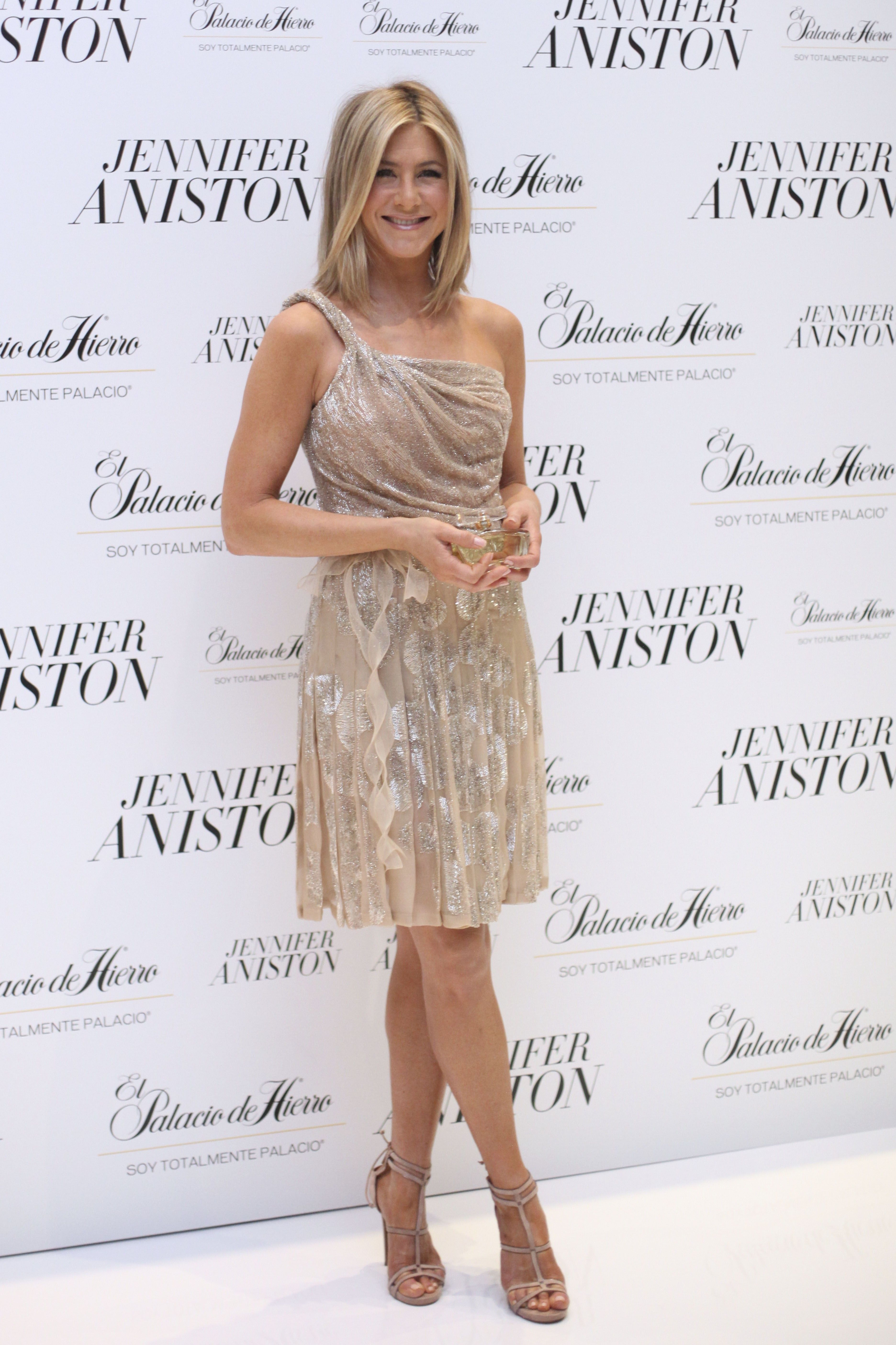 Will Jennifer Aniston Walk Down the Aisle in Valentino? | Jennifer ...