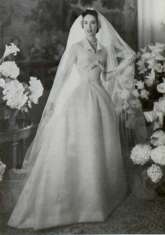 1955 christian dior wedding dress dior with galliano it. Black Bedroom Furniture Sets. Home Design Ideas