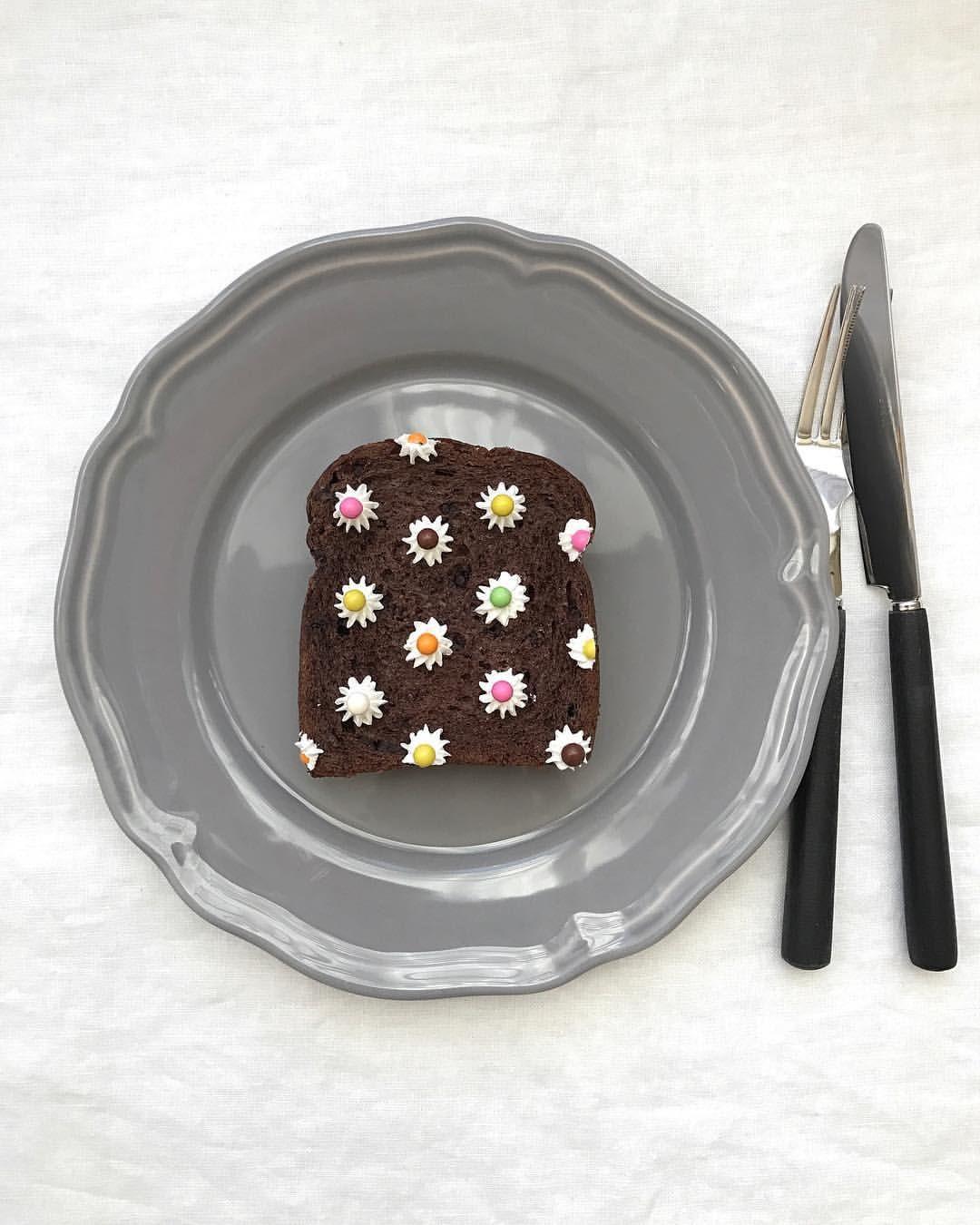 いいね!1,459件、コメント19件 ― 森映子/Eiko Moriさん(@estyle1010)のInstagramアカウント: 「flower toastart! - おはよう水曜日。 #花柄 チョコパンにホイップとチョコ駄菓子で今日も簡単! 年末にかけて怒涛の日々。 みなさま体調には気を付けましょう。 #大掃除は捨てた…」