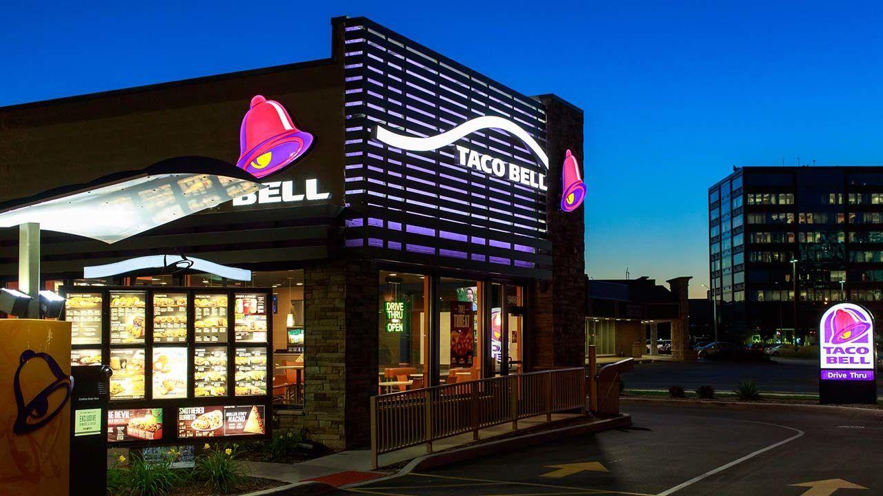 Fox News Brothers Ride Horses Through Taco Bell Drive Thru Taco Bell Tacos Menu Taco Bell