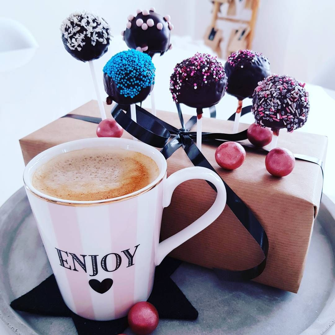 #cakepops #interior123 #interiordesign #cake #sweets #bakery #whiteliving #whitehome #interior4all #interiorlovers #interiorandhome #interior_design #foodlover #interior_and_living #decor #foodstagram #interiorwarrior #cakestagram #foodporn #interior_instas #breakfast #mynordicroom #nordicstyle #scandic #scandinaviskehjem #danish #eatwell #igers #cakes #lakrids