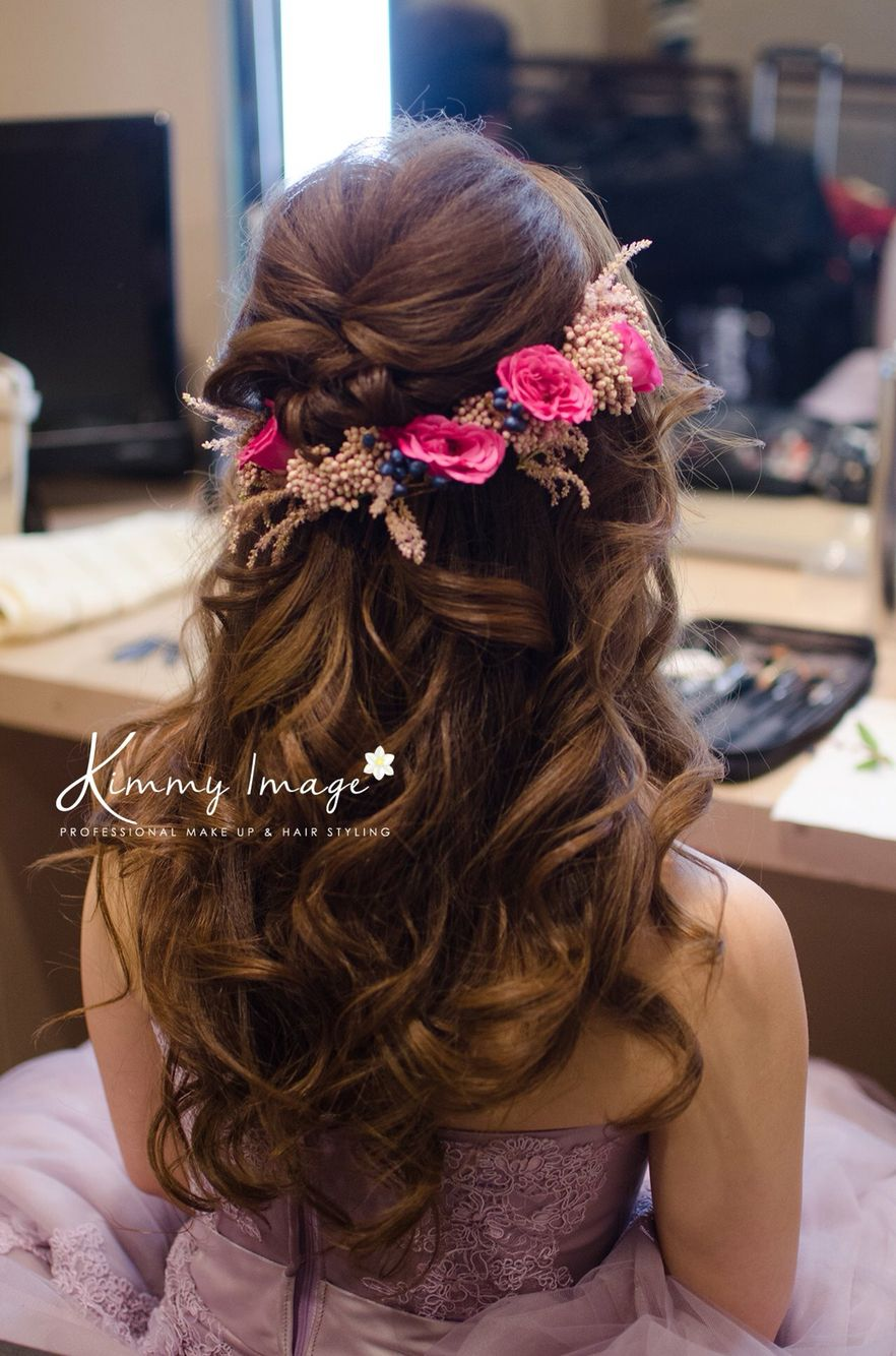 50 Dreamy Wedding Hairstyles For Long Hair: Dreamy Flowery Hairstyle