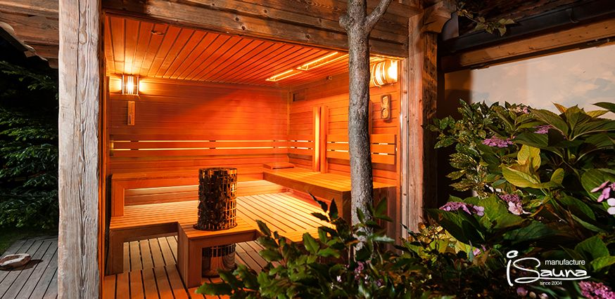 Our latest project was on a world-class spot. The Castle of Esztergom, the Basilica and the river Danube is almost one block away from the garden. A rustic combined outdoor sauna from iSauna Manufacture.