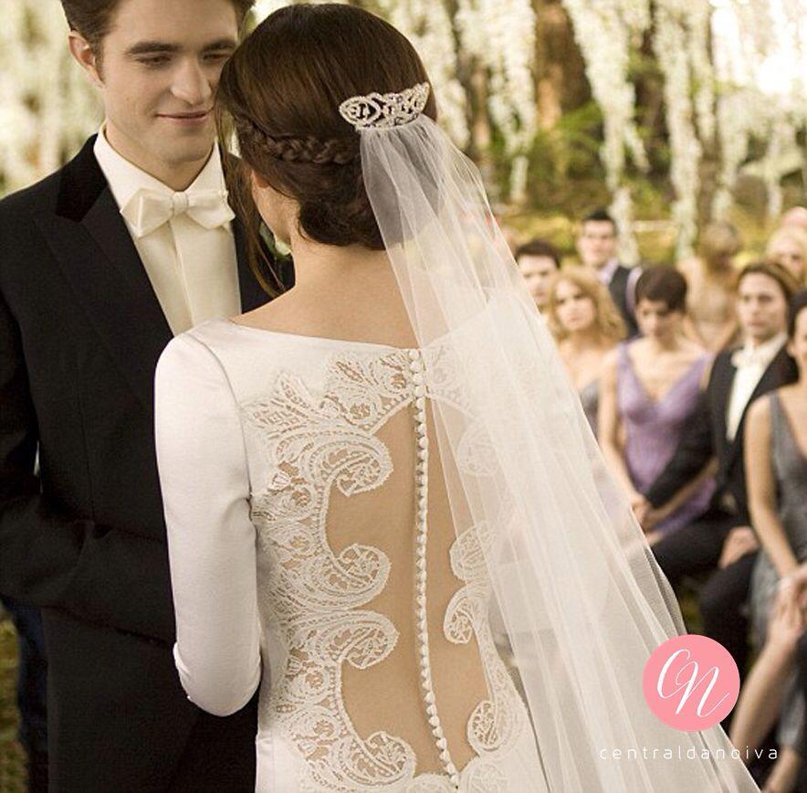 Esse Carolina Herrera que a Bela usou é mesmo inesquecível! ❤️❤️ #InspiraçãoCN | #Twilight