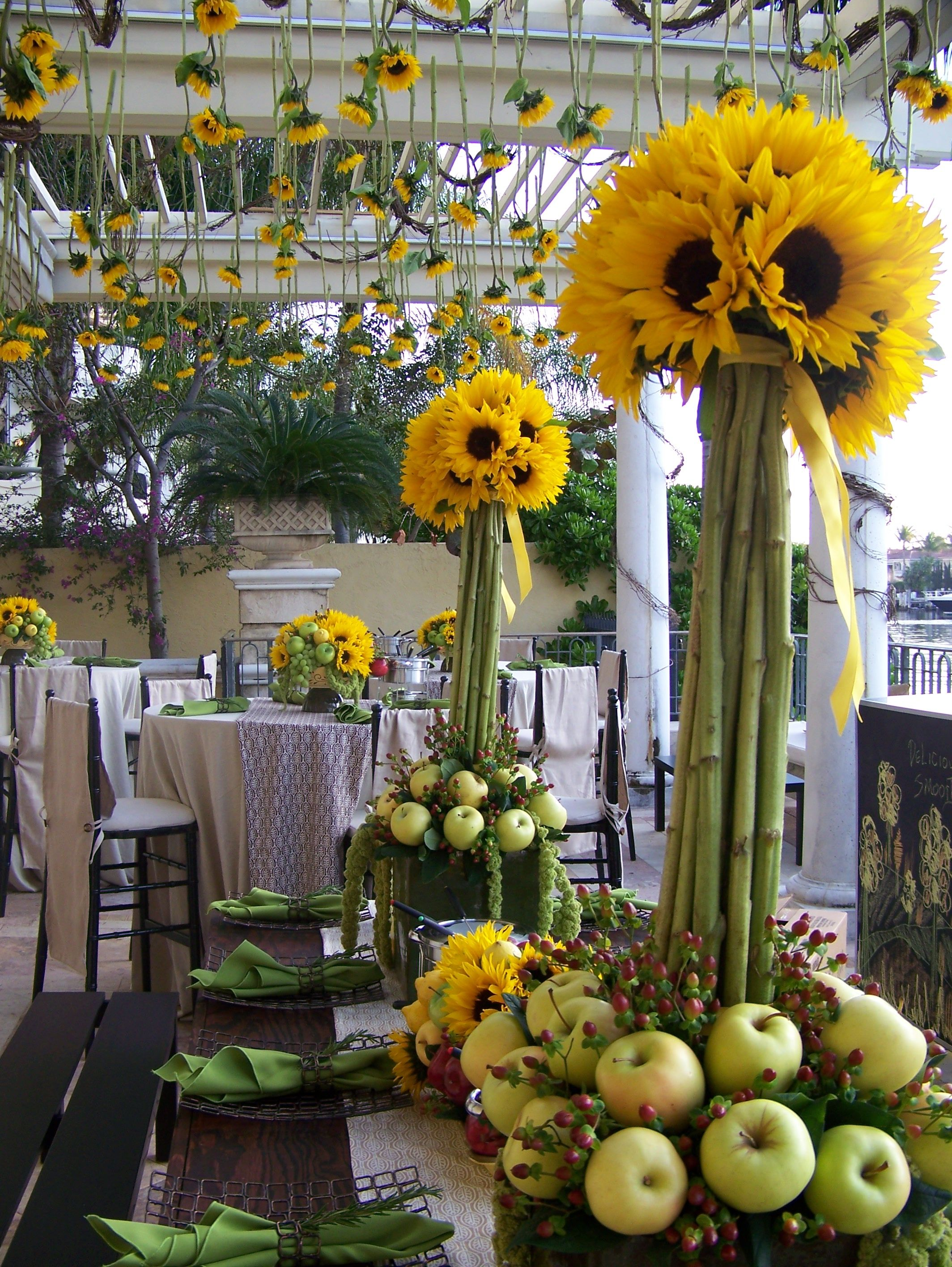 Yellow wedding table decor - Richtfest deko ...