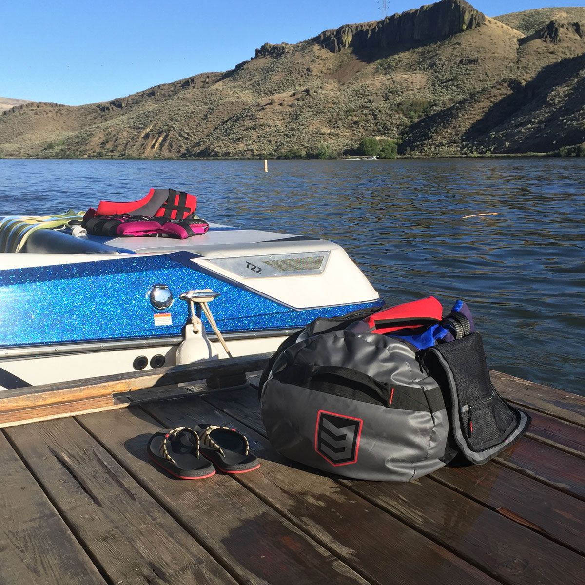 Ready to go boating thanks to the 3V Gear Smuggler Adventure Duffel