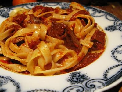 Kittens in the Kitchen: Left Over Roast Beef Tagliatelle with Caramelised Onions