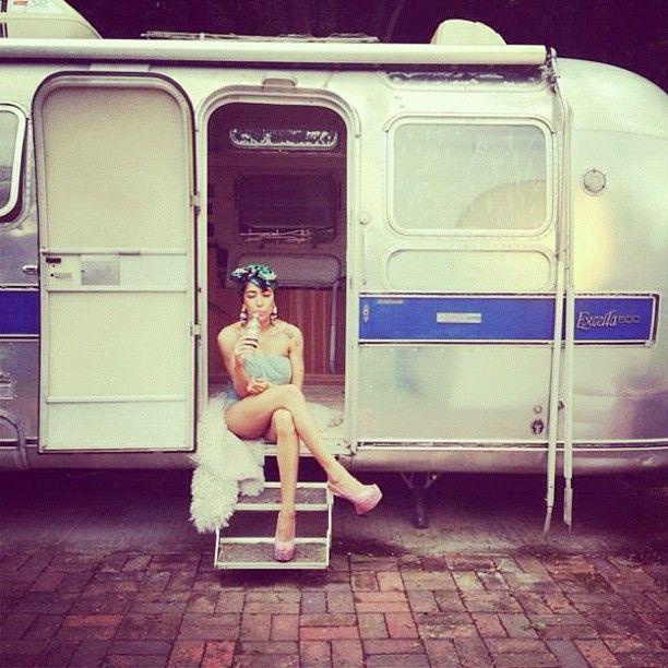 Delilah// On set…chillin. #ShadesOfGrey x