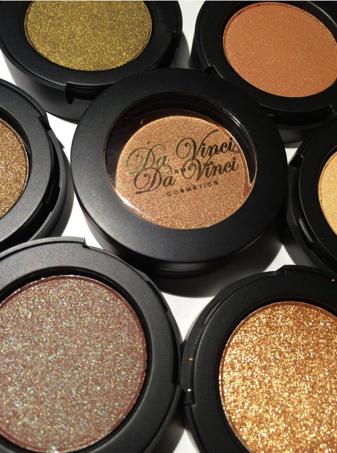 Brown colors mineral shadow by da vinci cosmetics