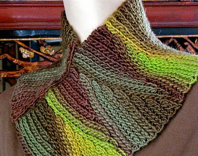Follow link for lots of free crocheted cowl patterns