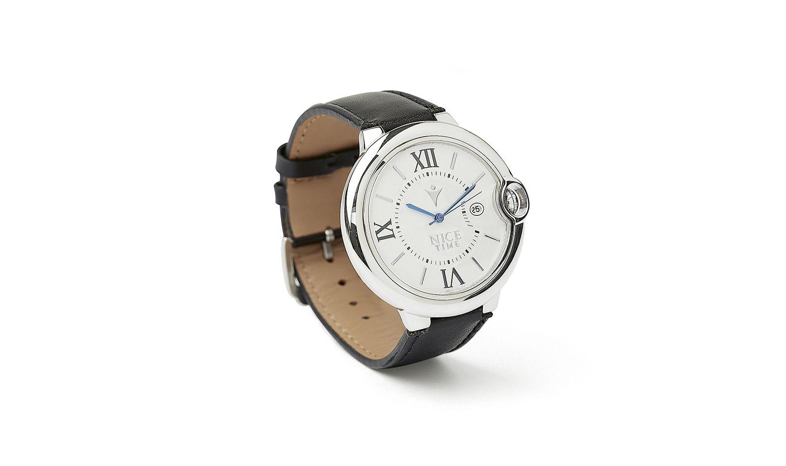 Reloj en color plateado con numeración romana y extensible en color negro. Para dama.