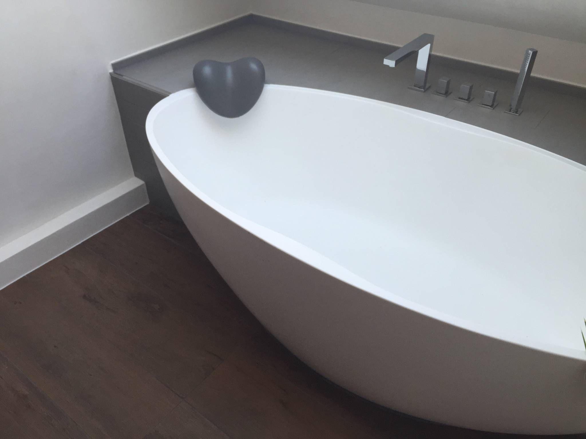 Einbau Dokumentation Eines Badeloft Kunden Anhand Der Freistehenden Badewanne Bw 04 Moderne Badezimmer Von Badeloft Gmbh Hersteller Von Badewannen Und Waschbe Badewanne Freistehende Badewanne Badezimmer