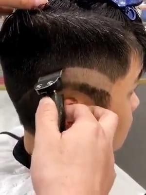 💇♂ Close-cutting trimmers are a must-have for detail work on hair, beards and mustaches.💇♂