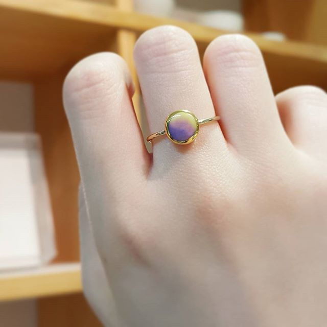 _ . . #YCeramics #ceramics  #ceramicjewelry #porcelainjewelry #ring  #accessories #jewelry #daily #Icheon #cerapia #residency #ceramist . #도자 #반지 #착샷 #세라믹쥬얼리 #도자악세사리 #악세사리 #쥬얼리 #일상 #데일리 #이천 #세라피아 #창조공방 #도예작가 #한국도자재단 #입주작가