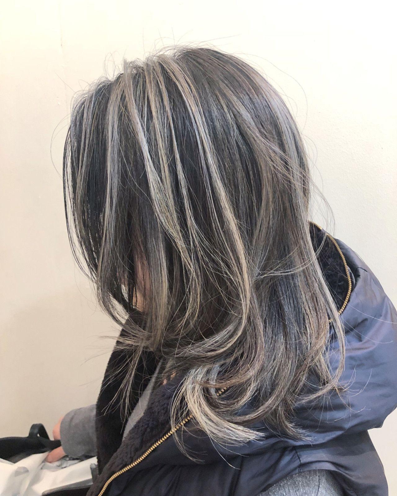 コントラスト強めのハイライトデザイン ヘアスタイル ロング 美髪
