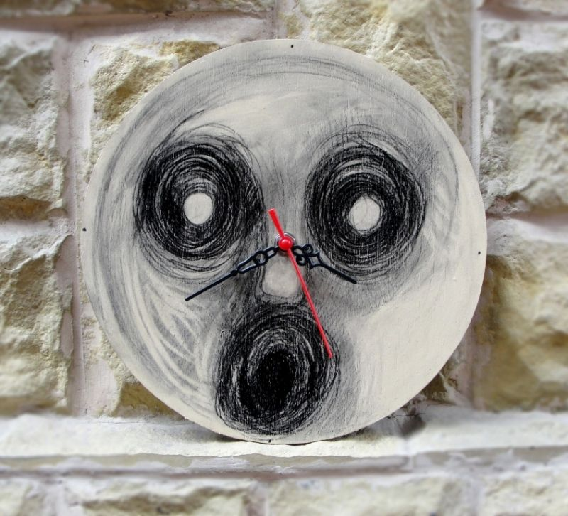 """Hand-painted wall clock. Ceas de perete """"The Face"""""""