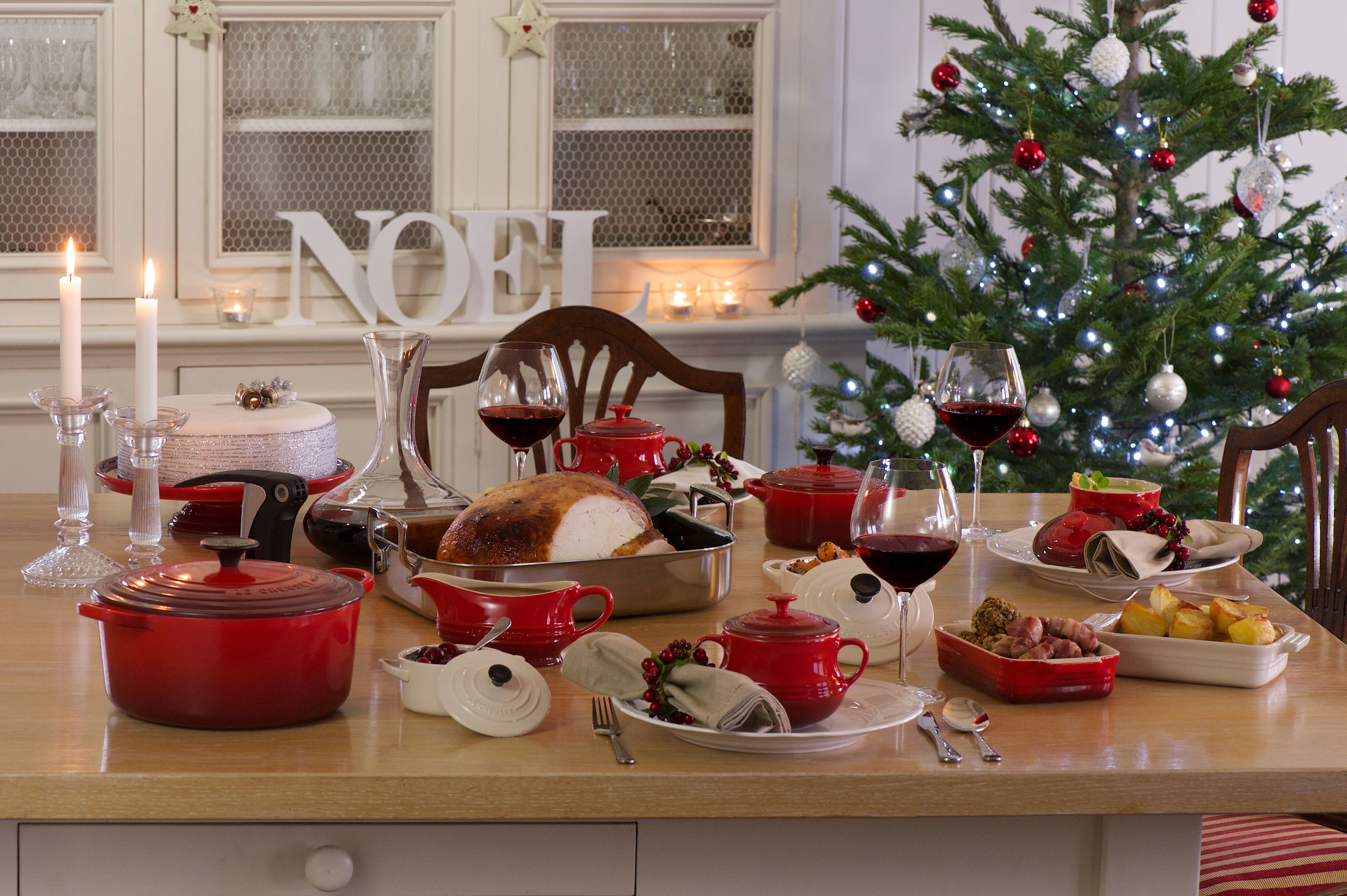 merry christmas from everyone at le creuset australia. Black Bedroom Furniture Sets. Home Design Ideas