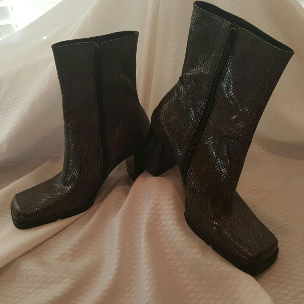 Cole Reaction Gray Leather Snakeskin Boots