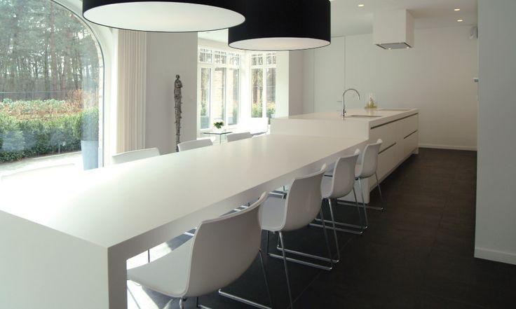 Een kookeiland met tafel is prachtig in een grote open ruimtes bekijk de 13 voorbeelden van een - Keukentafel corian ...