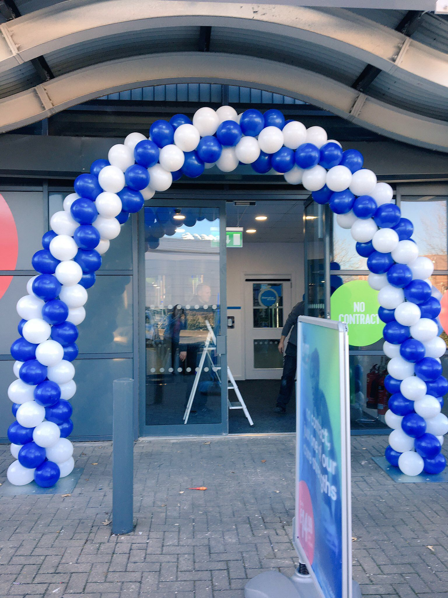 Outdoor Spiral Balloon Arch For Store Opening Balloon
