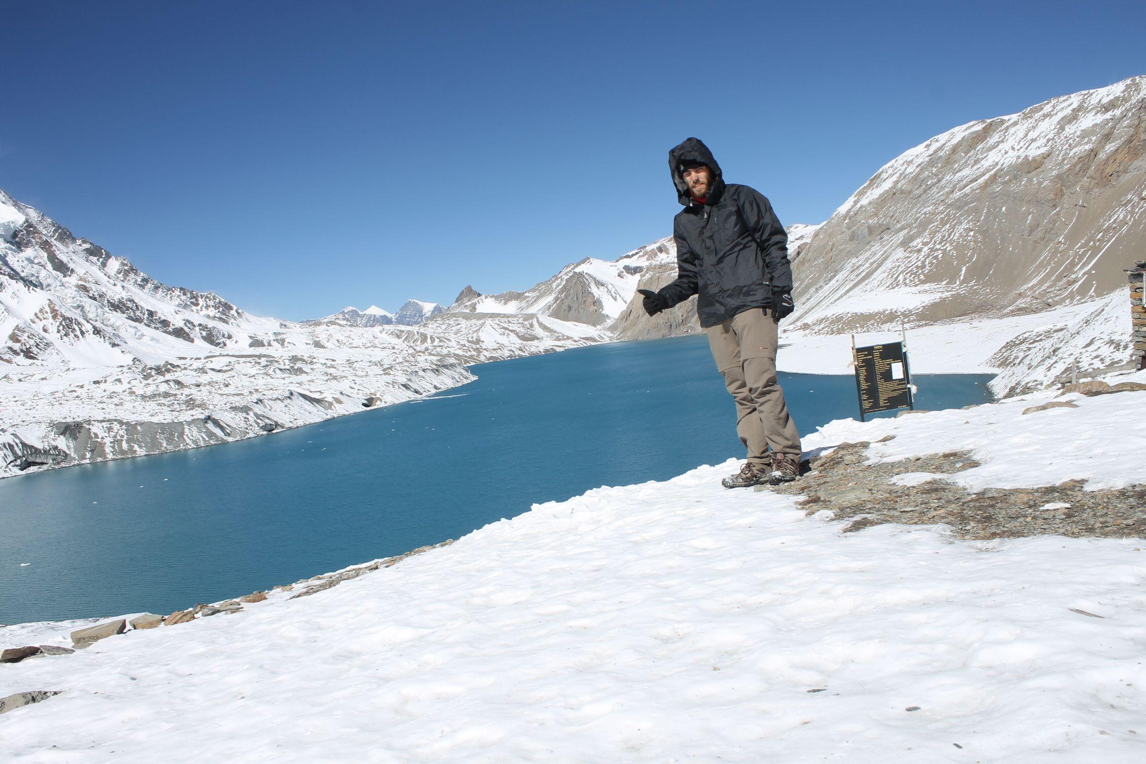 Dani muy orgulloso en el Tilicho Lake