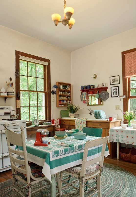 Salvaging a Brick Farmhouse   Cocina vintage, Cocinas y Decoración ...