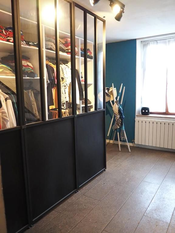 Un dressing semi ouvert chic petit budget castorama for Renovation porte interieure castorama
