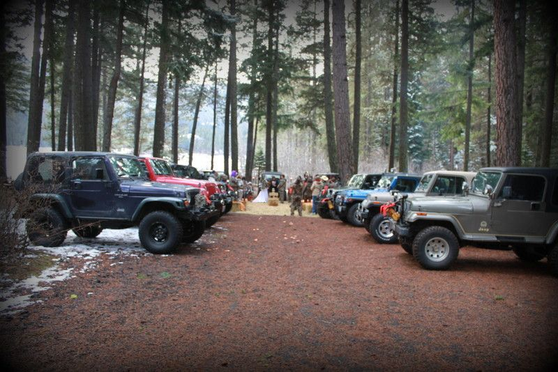 Jeeping Wedding, up in the hills. THIS IS SO BEYOND FREAKING AMAZING OH MY GOODNESS IF I COULD HAVE MY ABSOLUTE DREAM WEDDING THIS IS IT. Ahhhhhhh