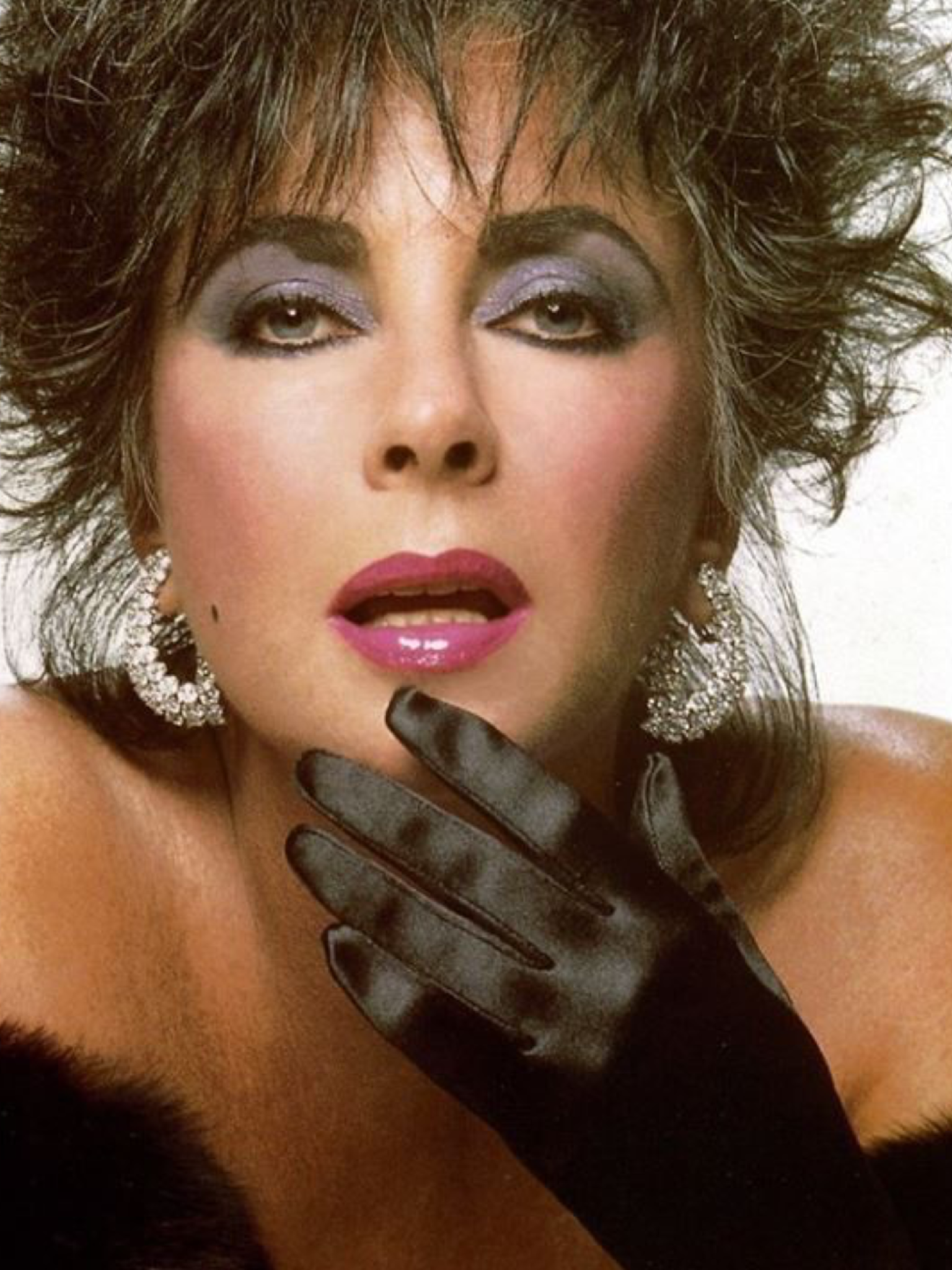 Pin By Jale Cosar On 1988 Elizabeth Taylor Elizabeth Taylor Golden Age Of Hollywood Most Beautiful Faces