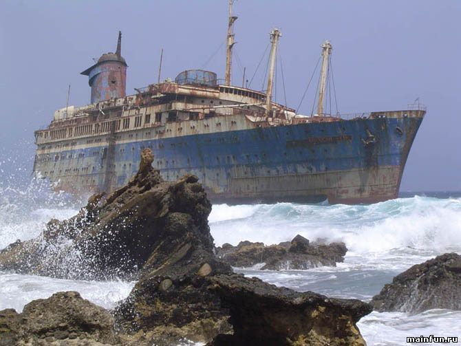В мире насчитывается более 3 миллионов судов, потерпевших кораблекрушение. Эти некогда величественные суда, которые сегодня лежат на дне морском или находятся на побережье, являют собой напоминание о том, что ничто в нашем мире не длится