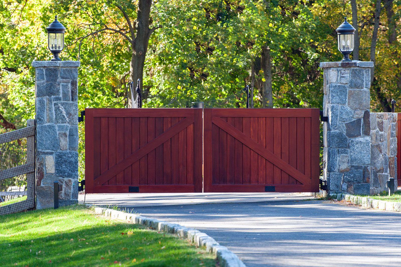 Tri State Gate In 2019 Wooden Driveway Gates Driveway Gate