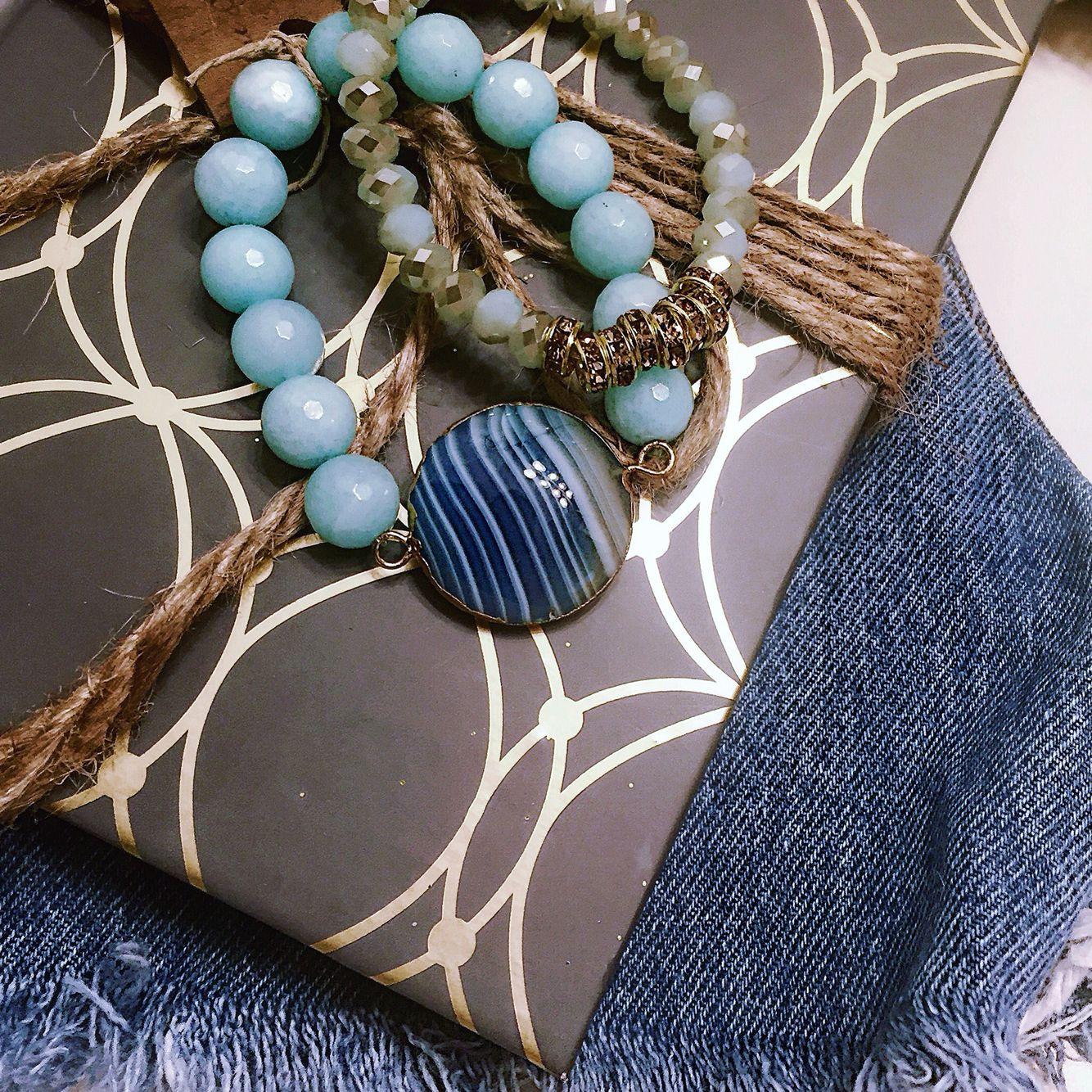 Jeans & Jewels // www.chicsistersdesigns.com