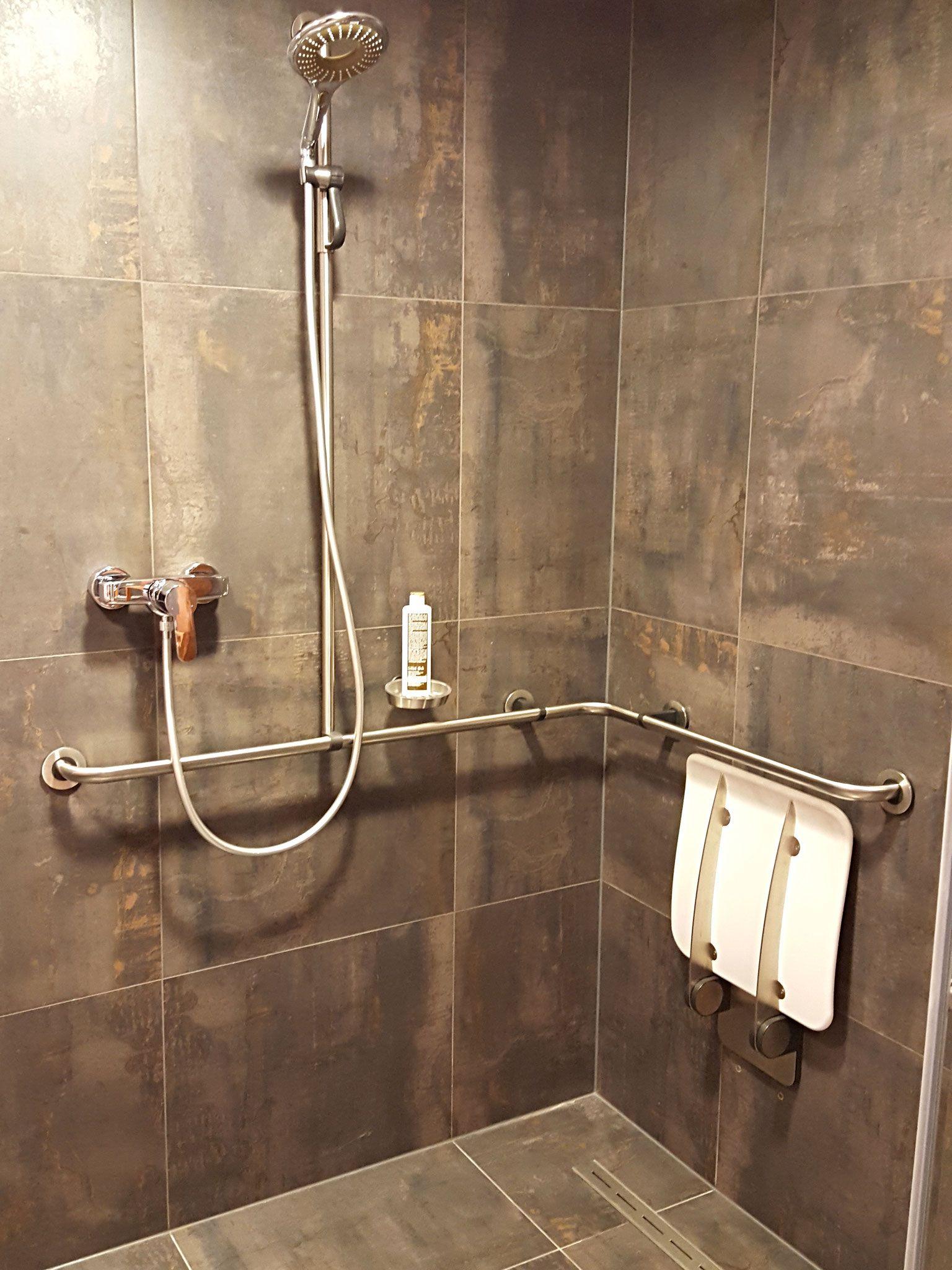 Behindertengerechte Dusche Behindertengerechtes Bad Dusche Barrierefrei Bad