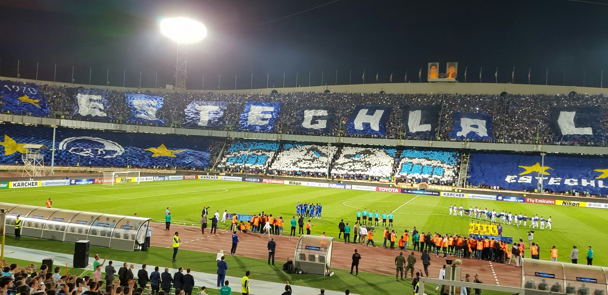 Esteghlal Fan In 2020 Soccer Field Stadium Fan