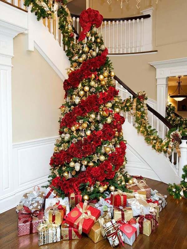 Alberi Di Natale Decorati Foto.I Meravigliosi Alberi Di Natale Decorati Con I Fiori Foto