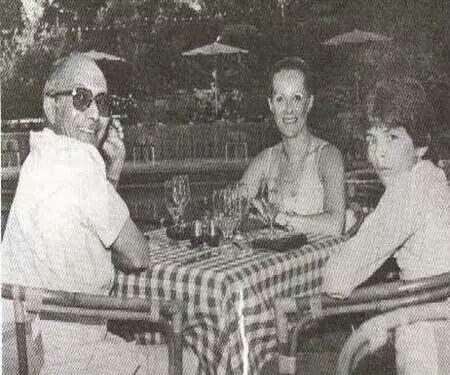 رفعت علي سليمان الجمال مع زوجته و ابنه