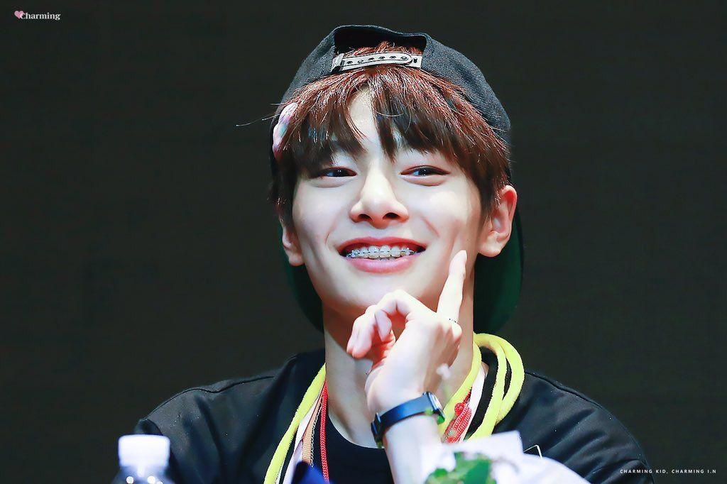 Jeongin Pics Jeonginpics Twitter Stray Reasons To Smile Boy Idols