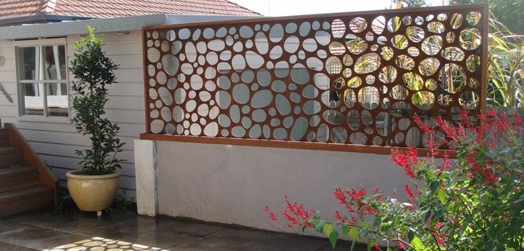 Vallas metalicas de madera u hormig n 50 ideas for Valla metalica jardin