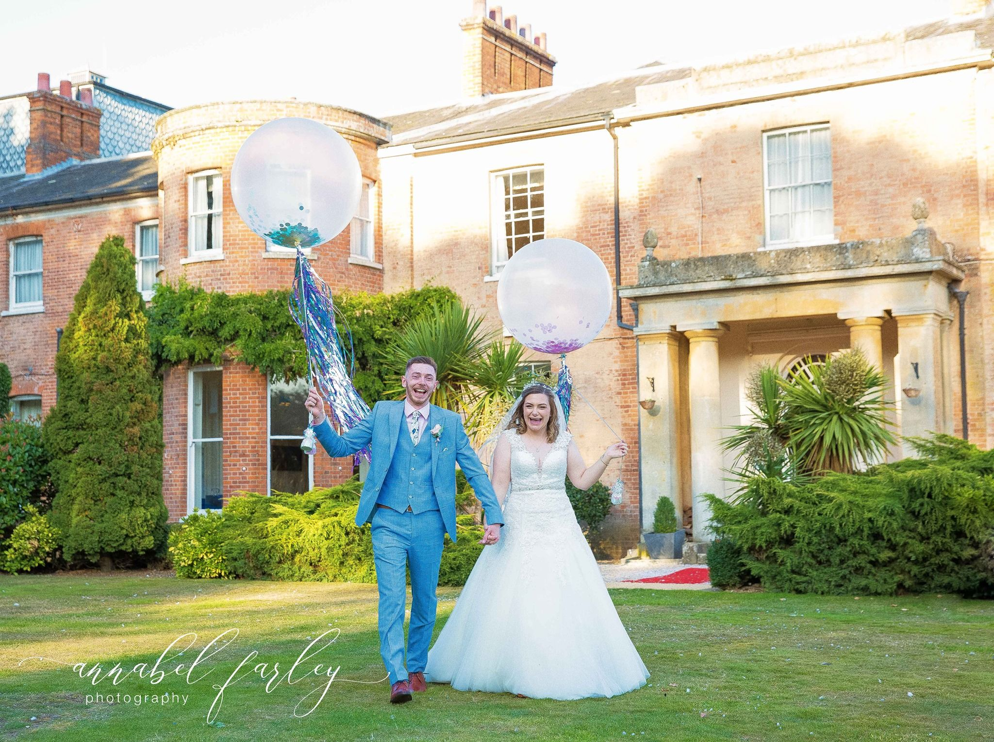 Those smiles say it all! Huge congratulations to Sam and Oli who married yesterday at Mercure Newbury Elcot Park 🎉