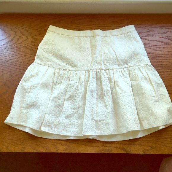 J.Crew Drop Waist Ivory Matelassé Skirt sz 6 Stunning J.Crew Matelassé drop waist skirt. Absolutely nothing wrong with it I just put it on and realized it was a bit too young looking for me . Beautiful beautiful Ivory skirt. J. Crew Skirts Mini