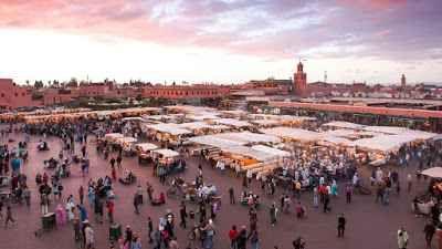 Marrakech: un viaggio tra i vicoli Tra i vicoli affollati e i souk della vitale Marrakech, si annidano gli antichi hammam. Abbondano affascinanti proposte tra cui il Les Doux Tours, di reputazione mondiale, e le tradizionali terme mar #viaggi #relax #estate #mete