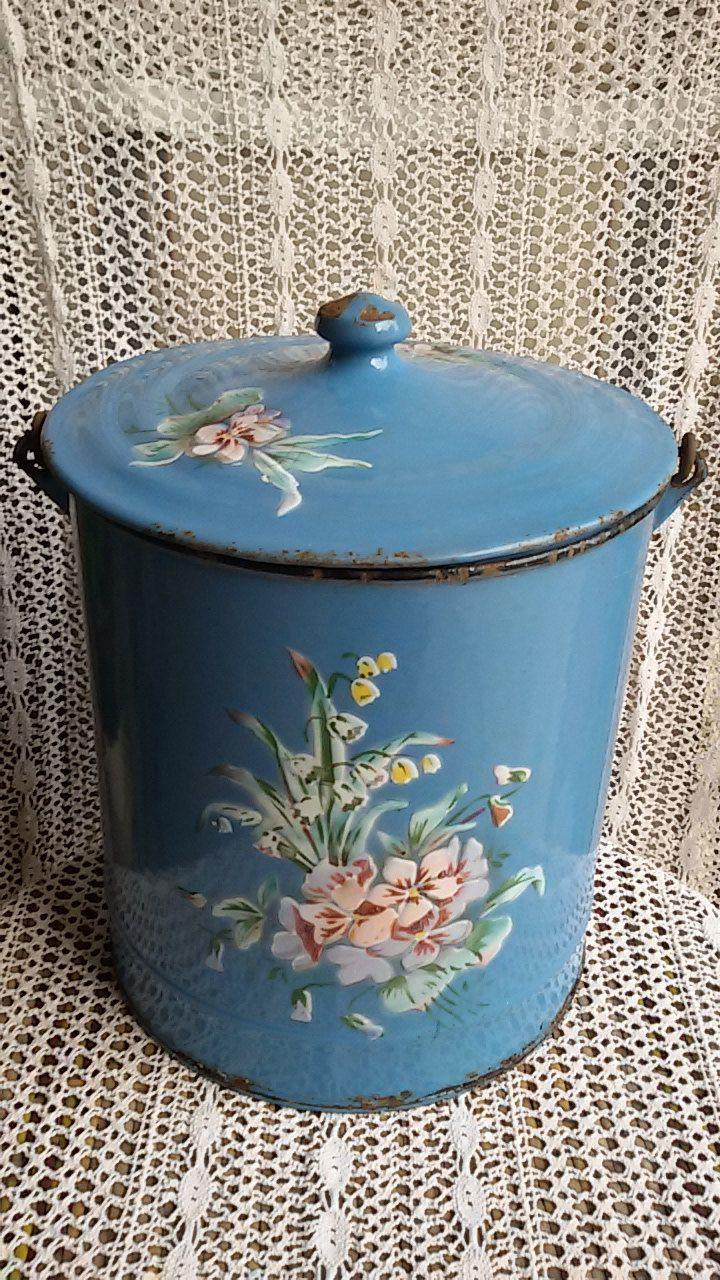 Pot De Chambre Emaille Xix Eme A Decor De Fleurs Japy French Antique In 2020 Vintage Enamelware Enamel Dishes Native American Decor
