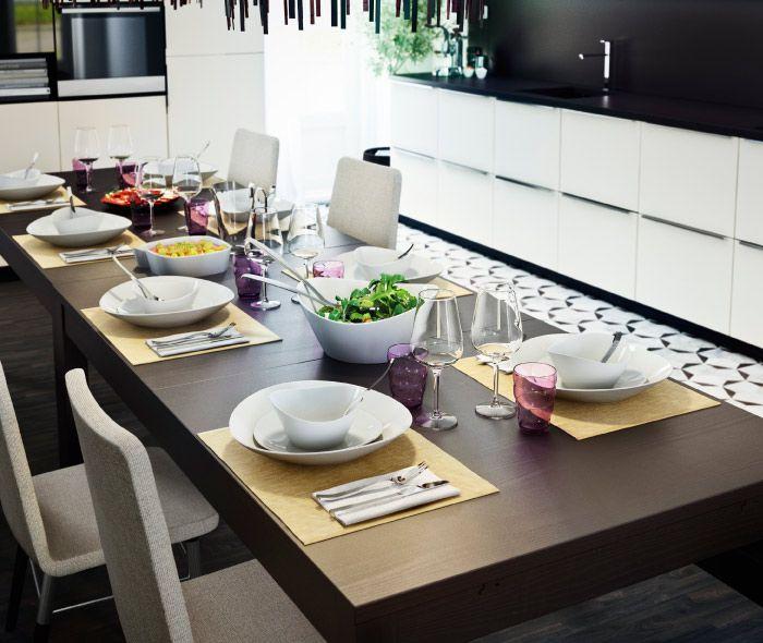 gedeckter tisch mit sch sseln tiefen tellern und gl sern ikea k chen liebe pinterest. Black Bedroom Furniture Sets. Home Design Ideas
