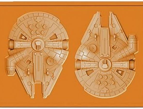 Millennium Falcon | These Star Wars form trays are so cool for so many reasons. They are both fun & practical– not only can you can give these as a gift, you can also make cool gifts from them (yes, this could be your gift giving solution for the foreseeable future). These Star Wars molds are also perfect for Star Wars-themed parties… or just to have around the house.