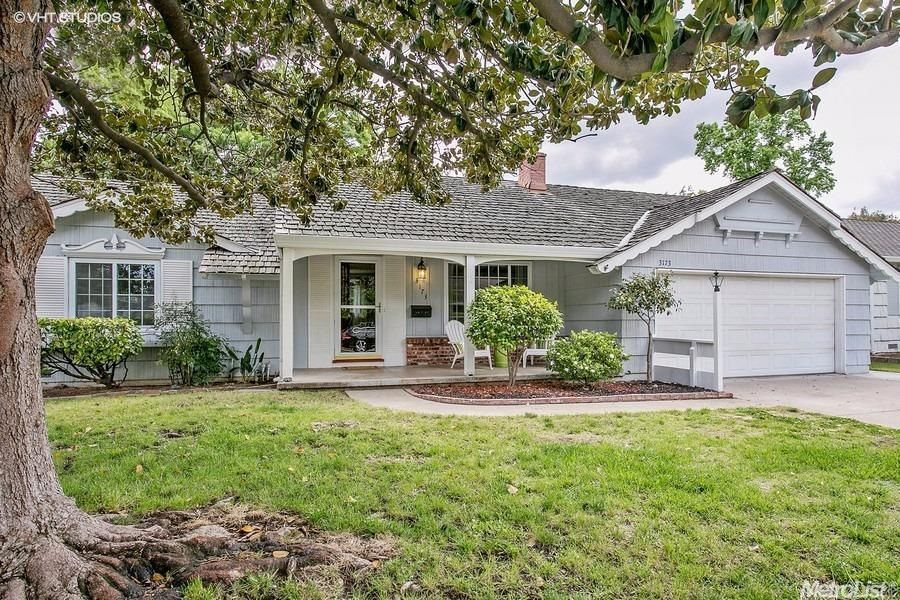 You Ll Love This Charming Randy Parks Home Located On A Great